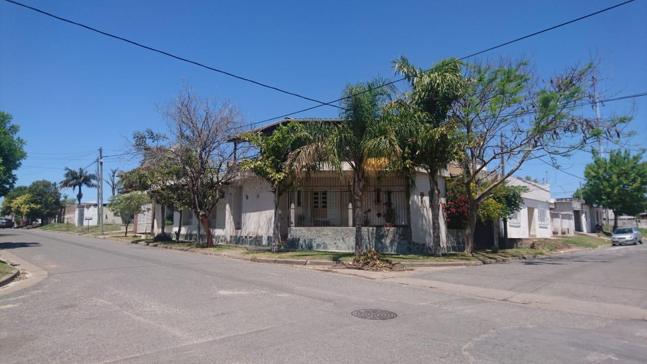 Oportunidad Venta o permuta de amplia vivienda en Paraná