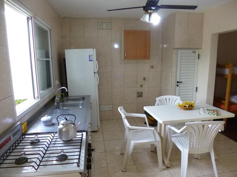 En Paraná. Alquiler. Casa-Departamento amoblada,equipada,cochera