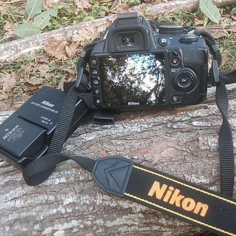 Cámara Nikon D3100 muy poco uso.