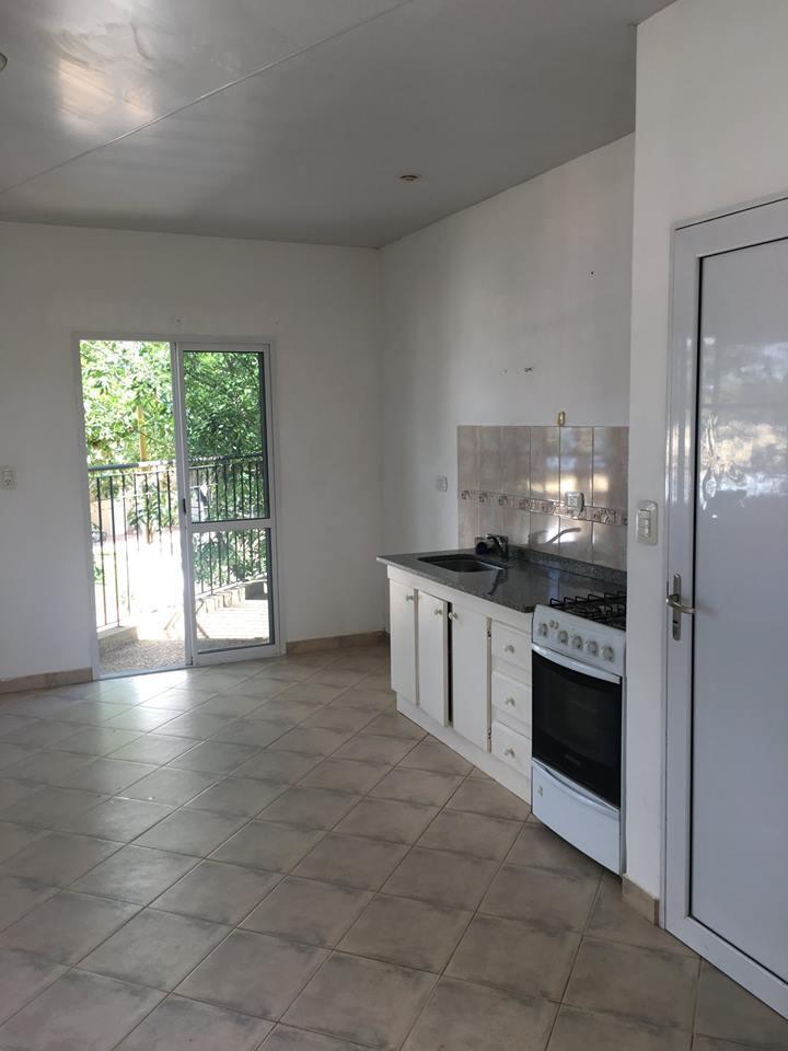 Alquilo hermosa propiedad compuesta por living, cocina comedor..