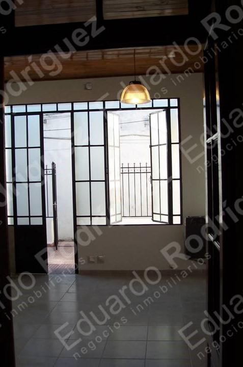En venta excelente casa un dorm. - Av Ramirez casi Villaguay